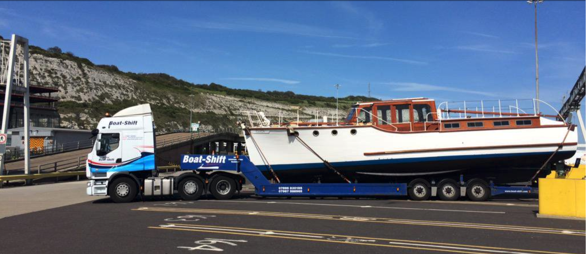 Aquabelle arriving into Dover on the back of Boat Shift Transport. Picture taken by @boatshiftsimon