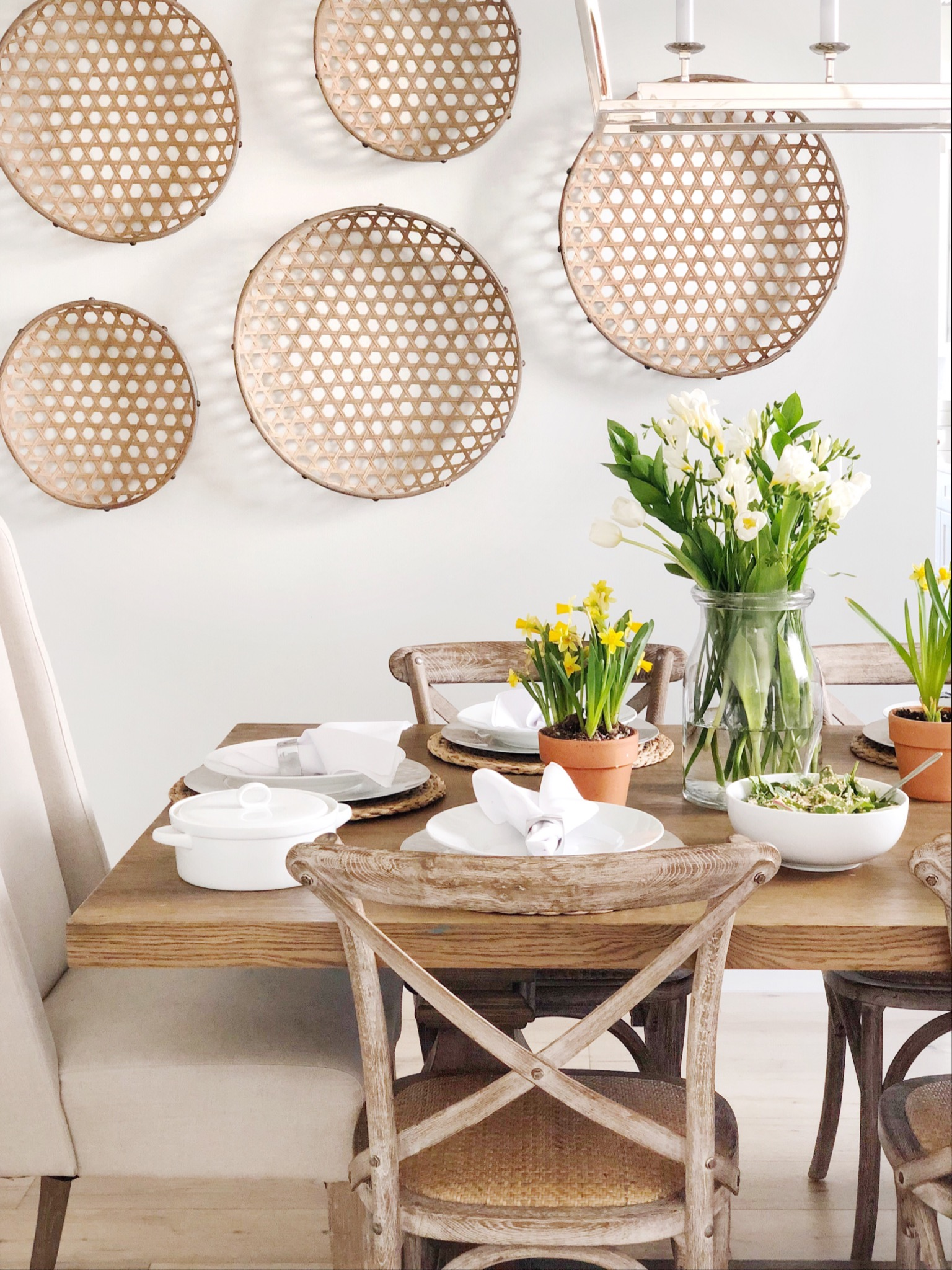 simple and easy easter table decor.JPG