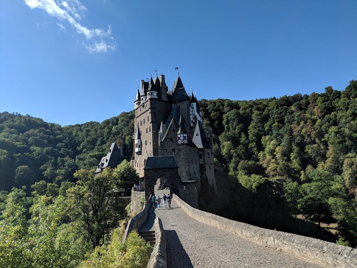Walking up to Eltz Castle