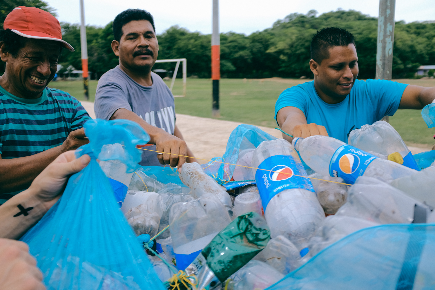 We receive the plastic bottles on our monthly events in the Comunidad Virgen Morena.