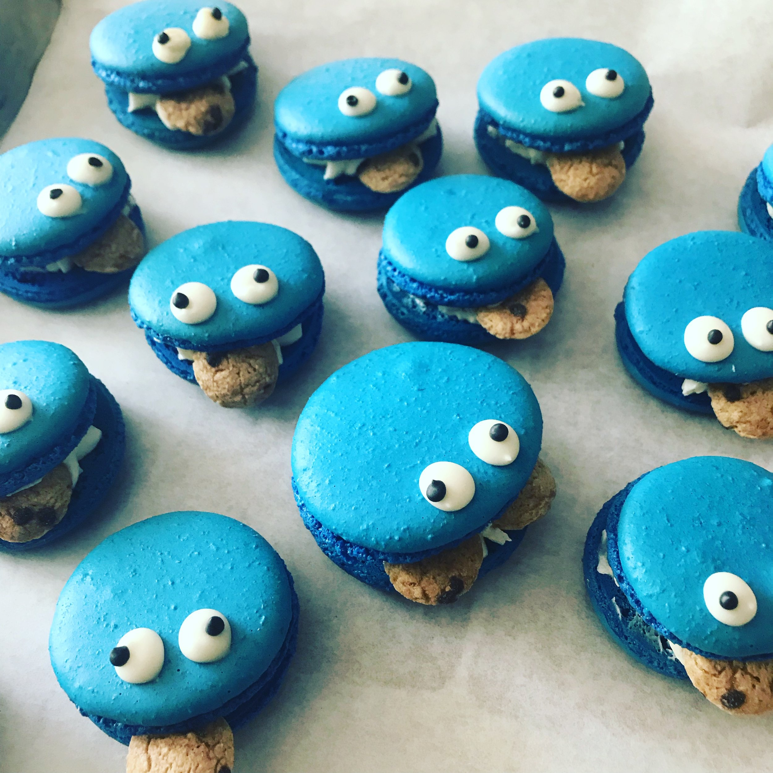 COOKIE MONSTER FRENCH MACARONS - MWOKAJI CAKERY.JPG
