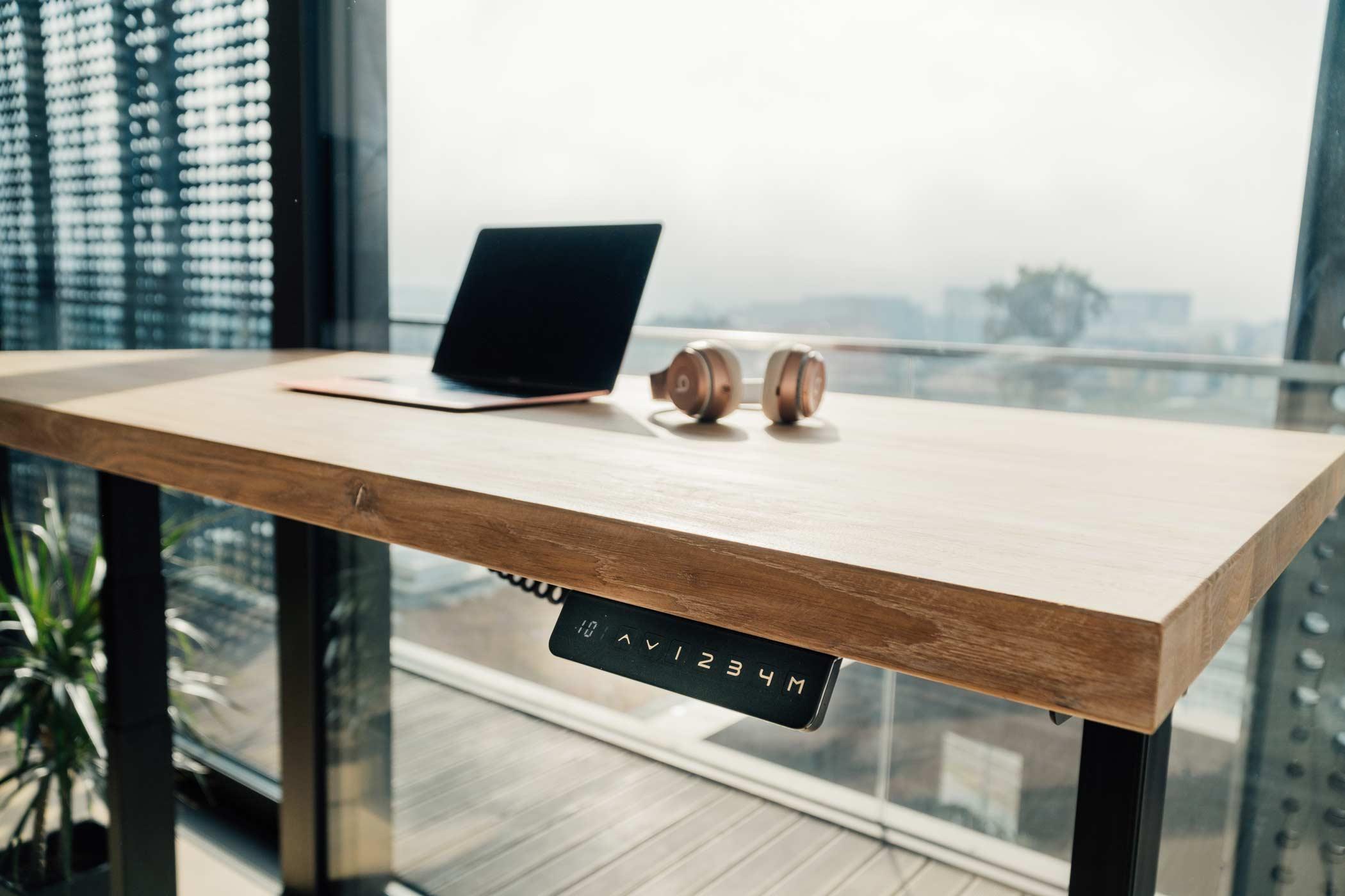 Dvižna pisalna miza - hrast