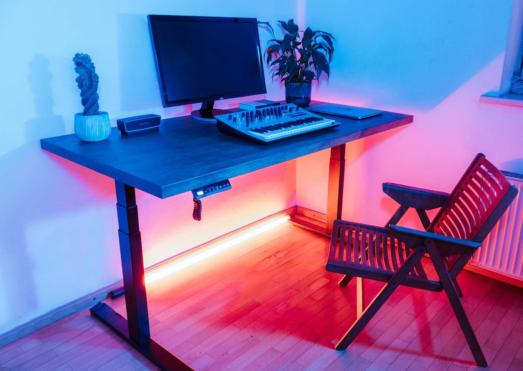 Dvižna pisalna miza