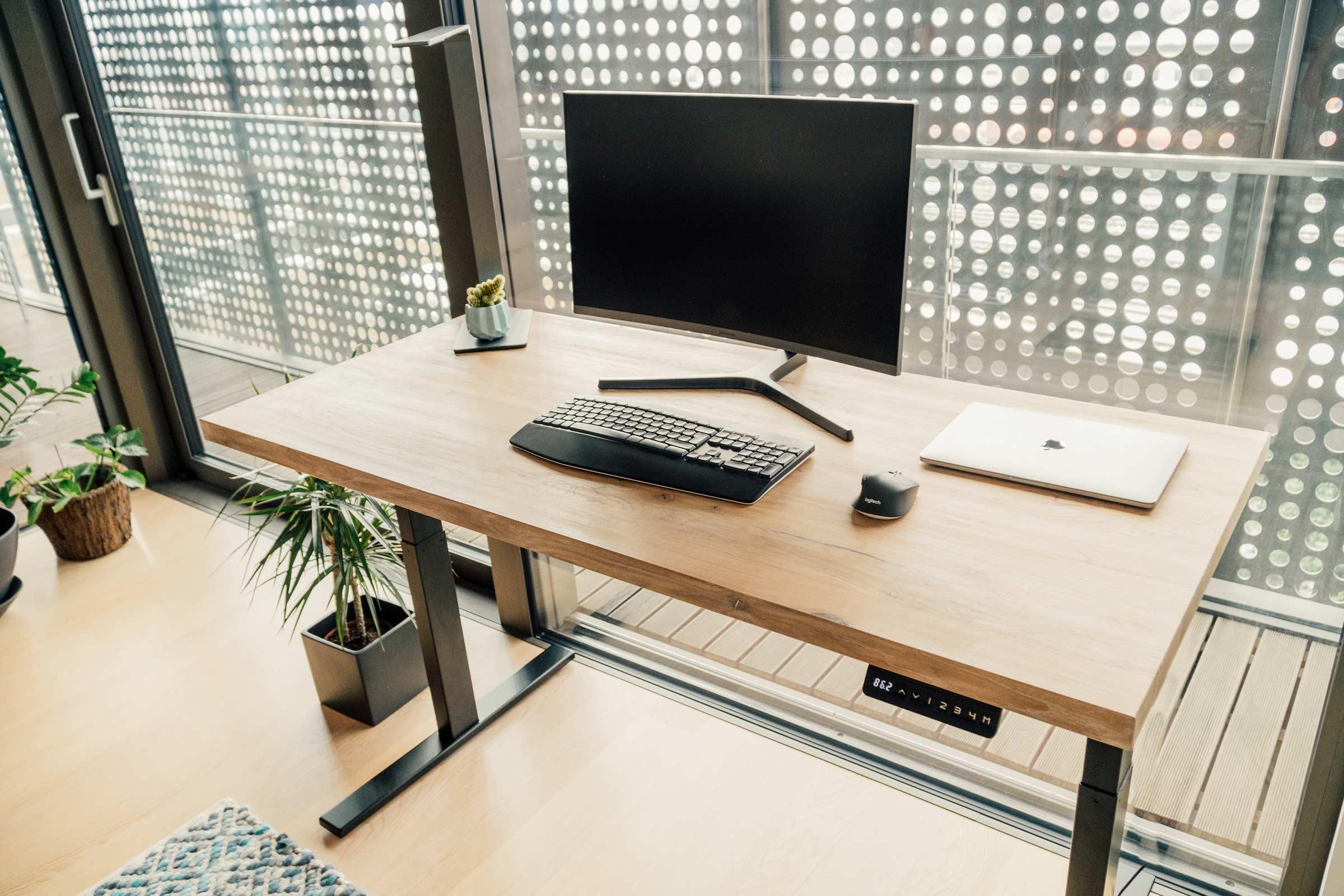 Dvižna pisalna miza - masiven hrastov les