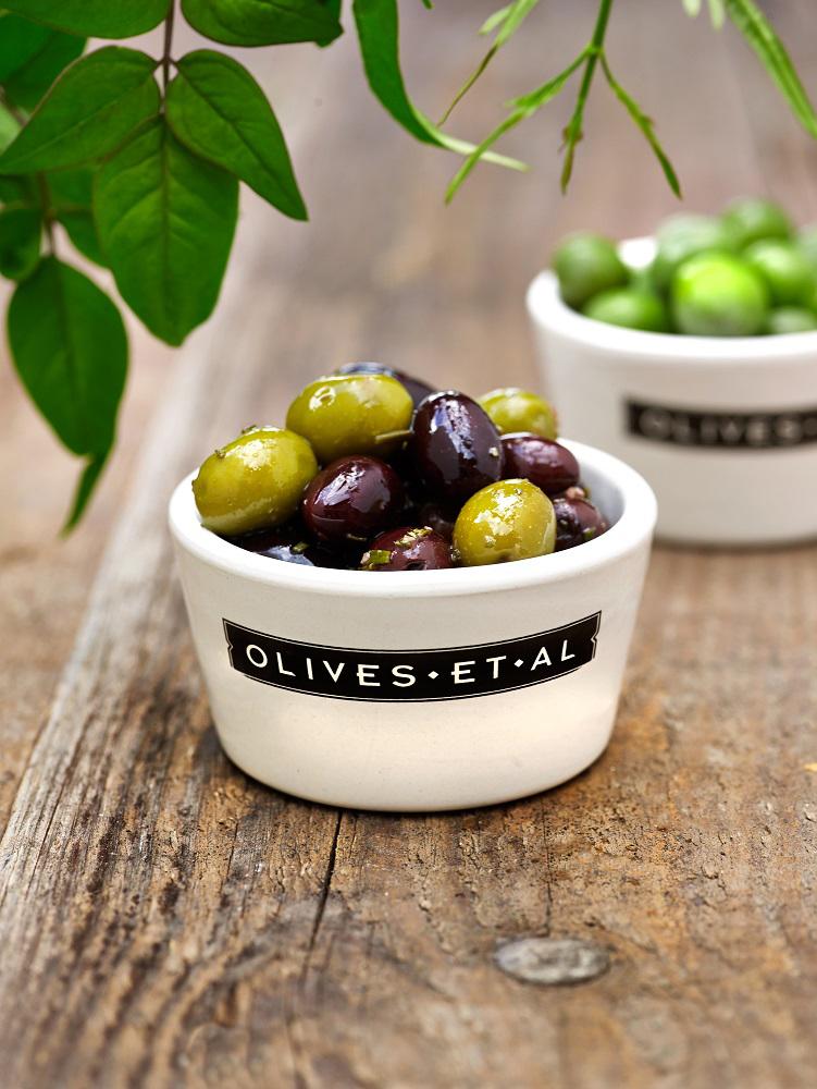 marinated-mix_olives-et-al_gastro-worldwide.jpg