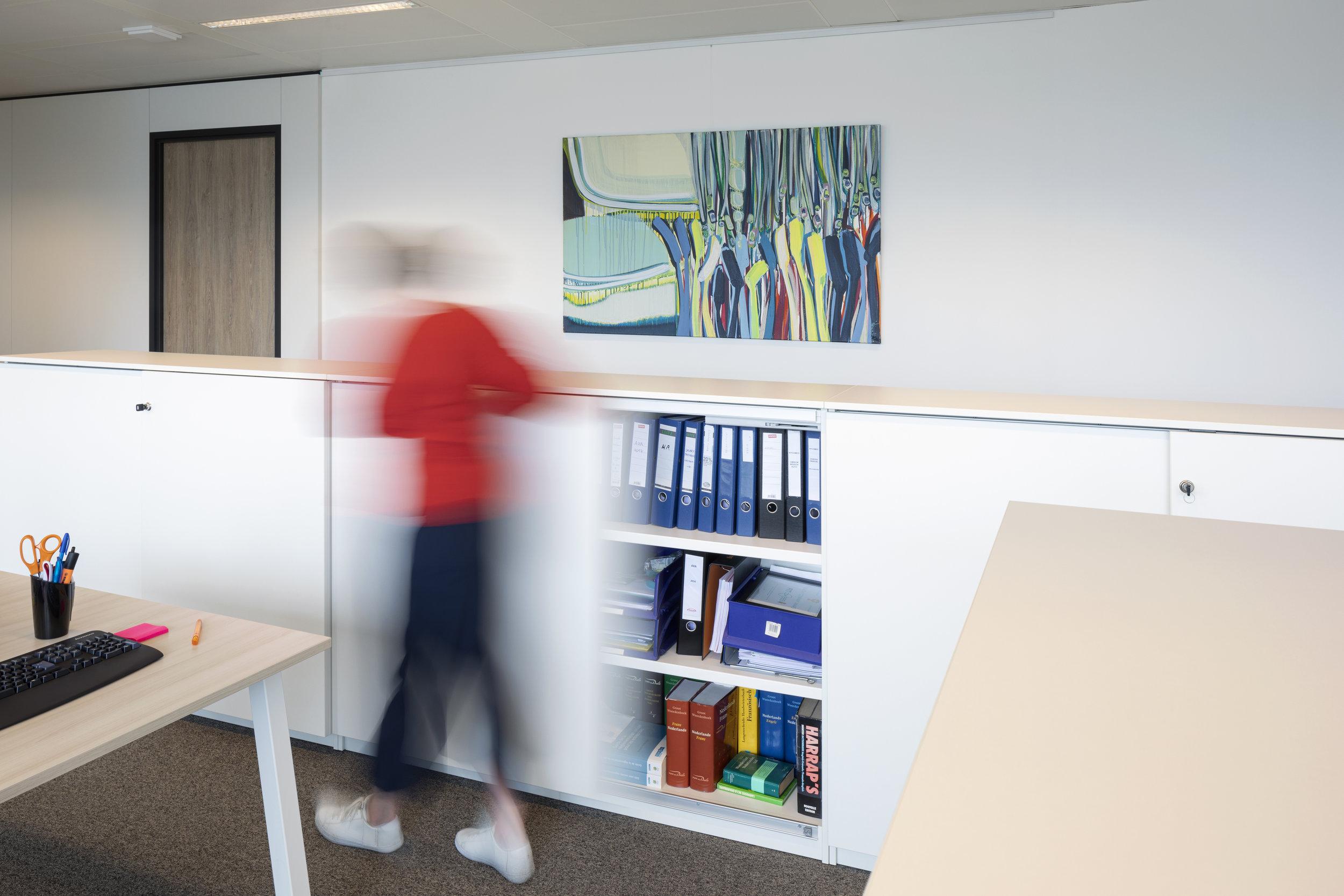 Medewerkers motiveren? - Kunst op kantoor maakt je werknemers vitaler, gelukkiger en zorgt voor een prettige werkomgeving waarin ze optimaal kunnen presteren. Wij laten het je graag zien in een gratis kennismakingsgesprek waarin je een goed beeld krijgt van onze werkwijze, uitgebreide collectie en de mogelijkheden.
