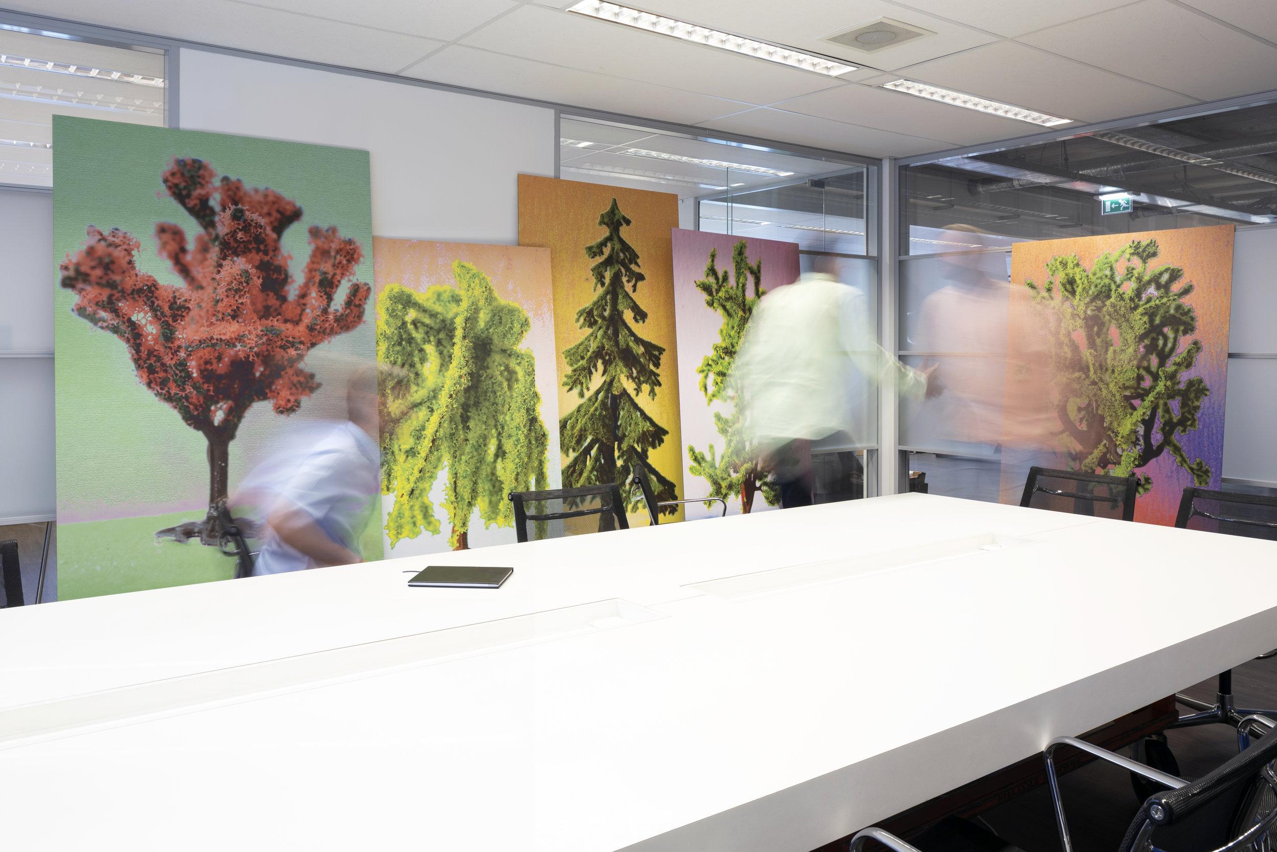 Shortcut naar een fijnere werkplek - Kijken naar kunst maakt blij. Wil jij ook gelukkigere collega's? Wij vertellen je graag hoe je met kunst zorgt voor een gelukboost op jouw kantoor.