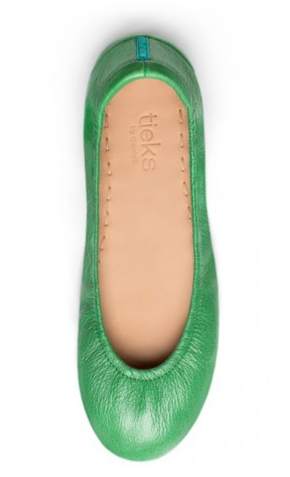 - Green is my favorite color, and what better way to incorporate it into my spring wardrobe than with a pair of flats. Whether, your favorite color is orange, yellow, purple, or blue. Add some pep in your step with a colorful shoe.