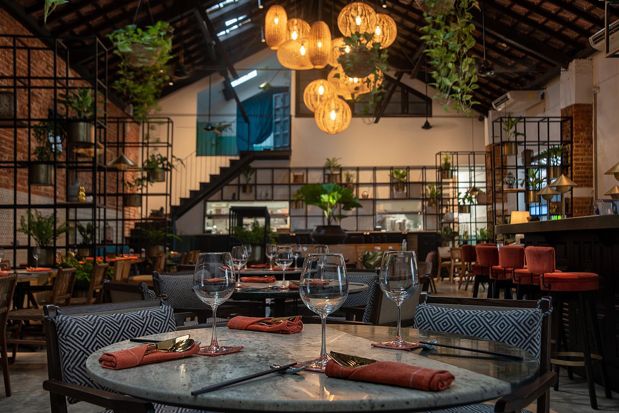 bar+restaurant -