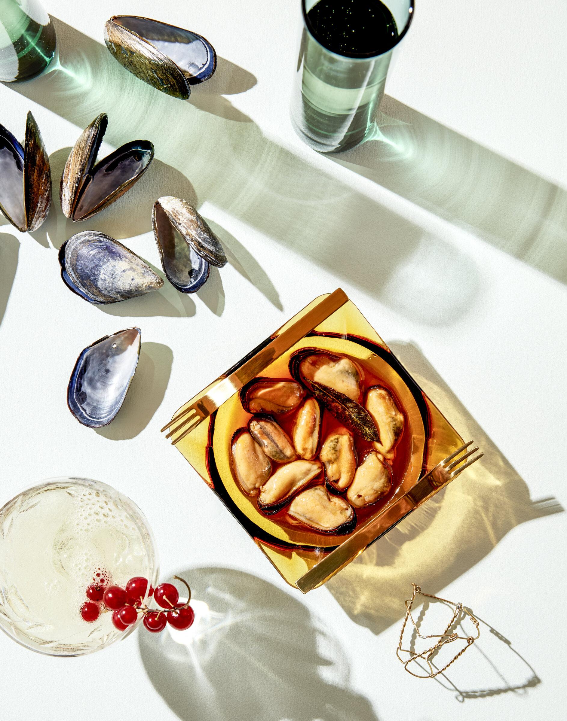 1957_0725_NOG_Champagne-Mussels_V2_NoCork.jpg