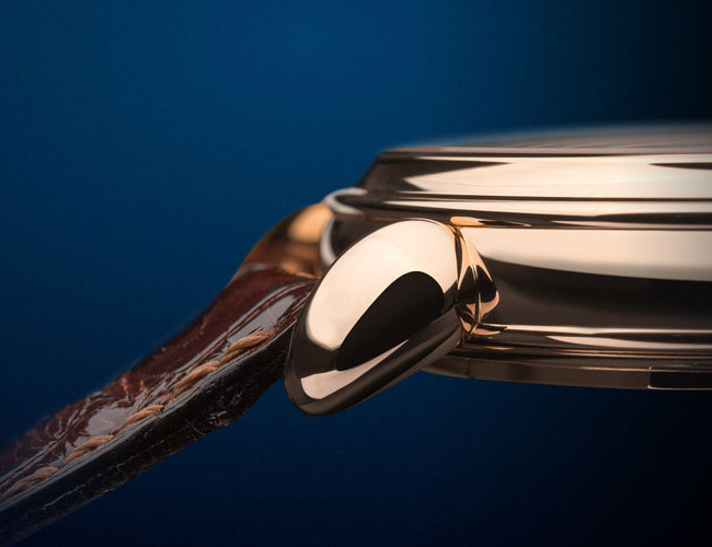 Teardrop lugs, like those on Reference 1140L, are difficult to produce and rarely seen in modern watchmaking.