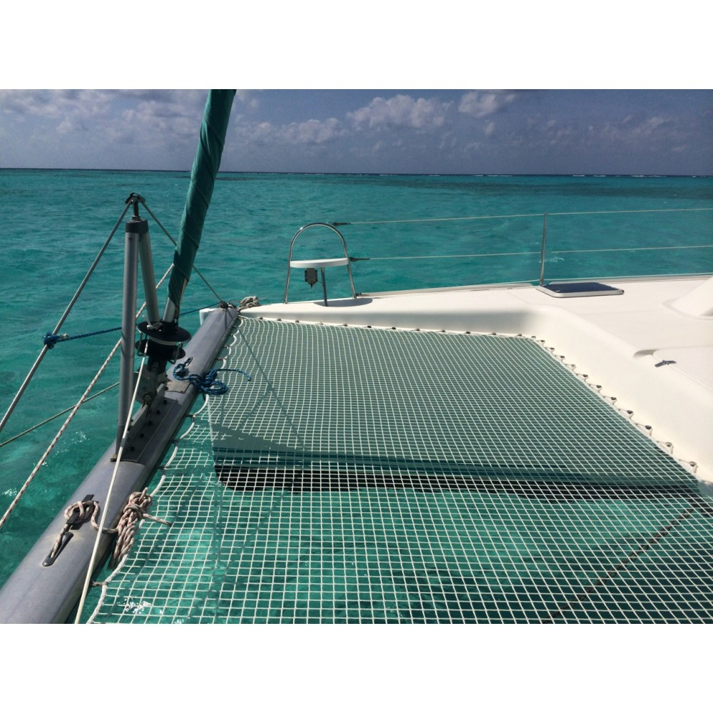 trampoline-for-nautitech-395-catamaran.jpg
