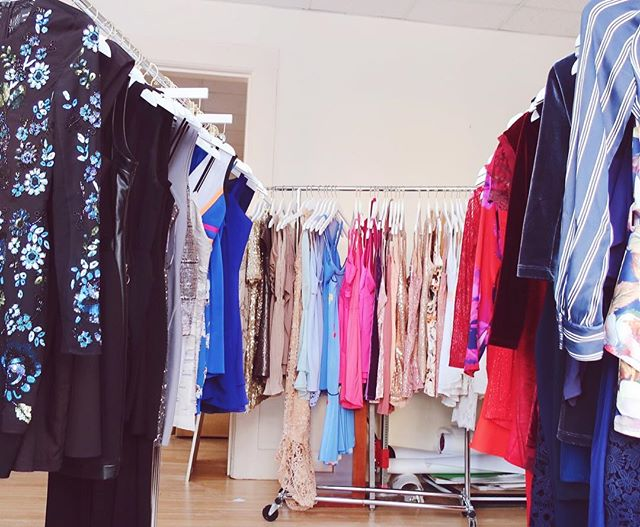 Come find a dress you ✨LOVE✨ at our last popup shop of the week!  Open today 4-6pm