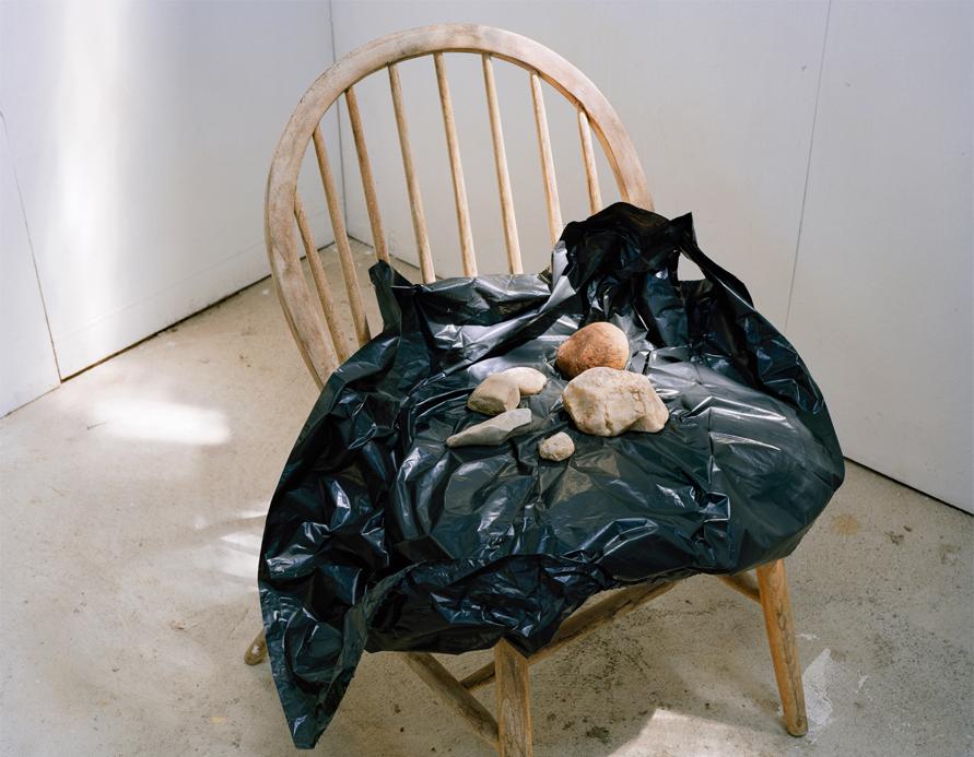 Sin título. (Estudio de Omi piedras sobre silla) Inyección de tinta sobre papel Hanhemühle 90 x 100 cm FECHA