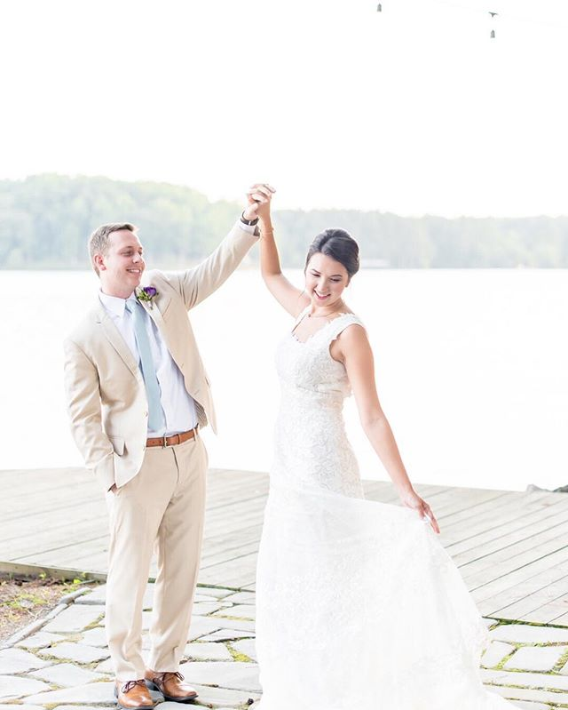 This view of the water is absolutely stunning. But the love that was captured between this couple? Even better 😊️  📷 @remythompsonphotography   #brideandgroom #weddingonthewater . . . @sealedwithakissbridal @sorbellocouture @hisorherssalon @blackcreekflowers #richmondwedding #Richmondweddings #RVAwedding #Richmondweddingplanner #RVAweddingplanner #wedding #southernwedding #Virginiawedding #Virginiaweddingplanner #vawedding #vaweddingplanner