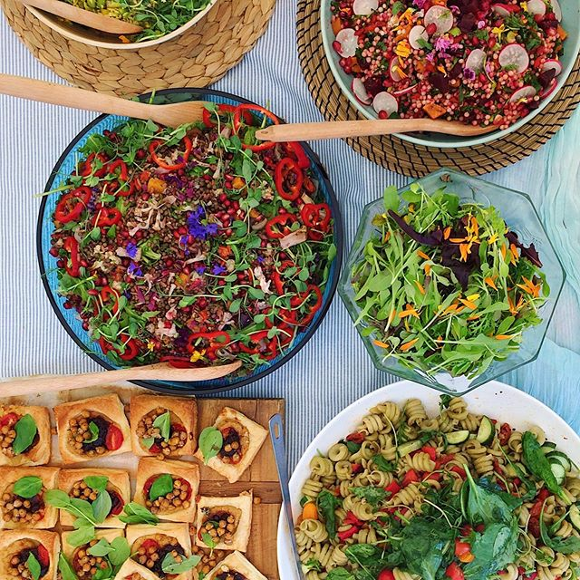 // d e t a i l s // Over the weekend I catered a little eco conscious, vegan wedding in Crathorne. Heaps of black bean and quinoa chilli, bowls of portobello mushroom bourguignon, hummus tartlets everywhere and some gorgeous salads from Lucy of @the.sprouted.kitchen  Such a beautiful day too. . . . . #ecowedding #vegancatering #vegetraiancatering #northyorkshirefood #livecolourfully #eatcolourfully #eattherainbow #earthconscious #teaandatoast #supportindependent #supportlocal #northyorkshirebusiness