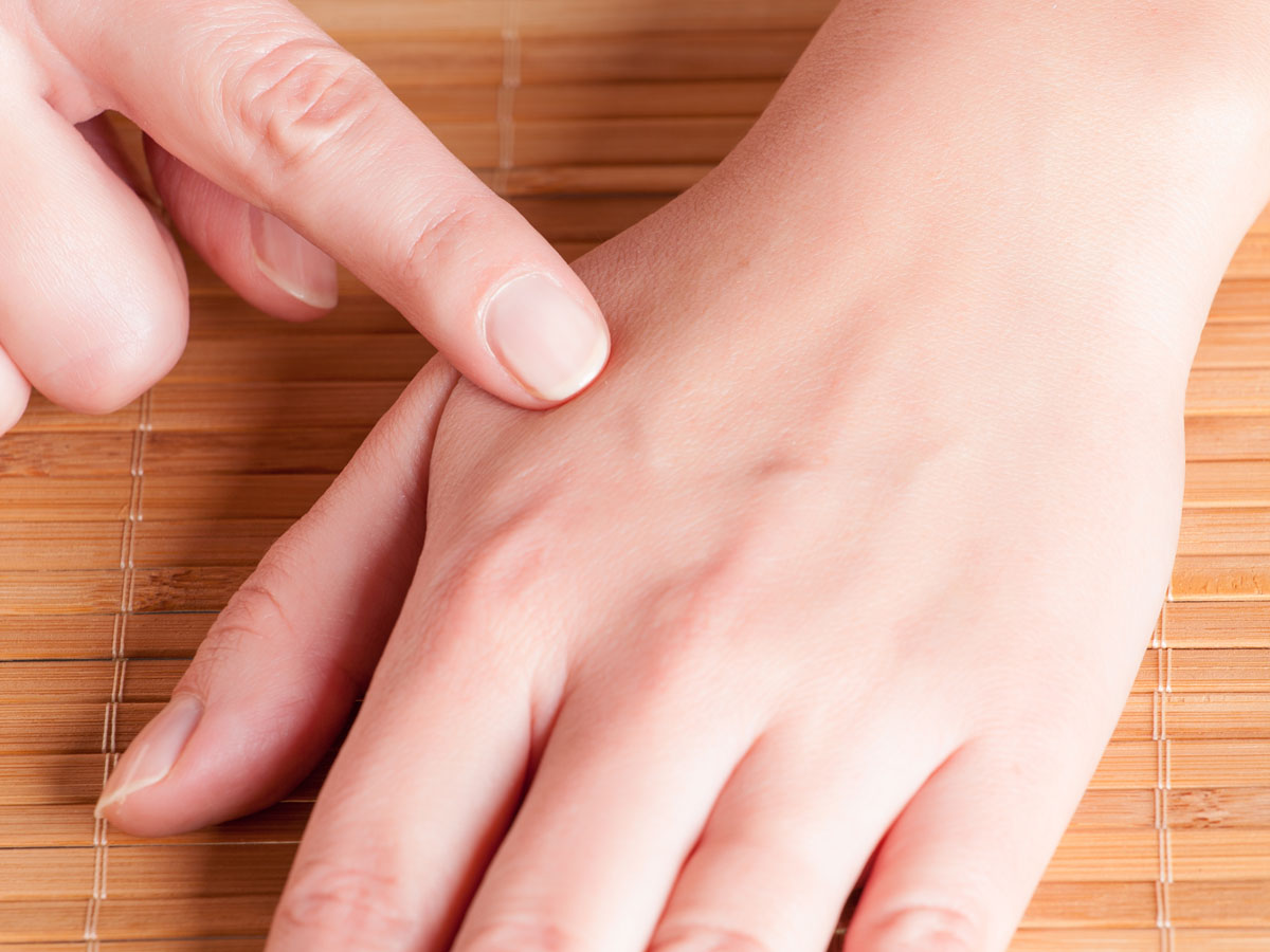 Ashland Natural Medicine's Electrodermal Scanning uses acupuncture point tin the hands as access points to the body's sensitive electromagnetic system.