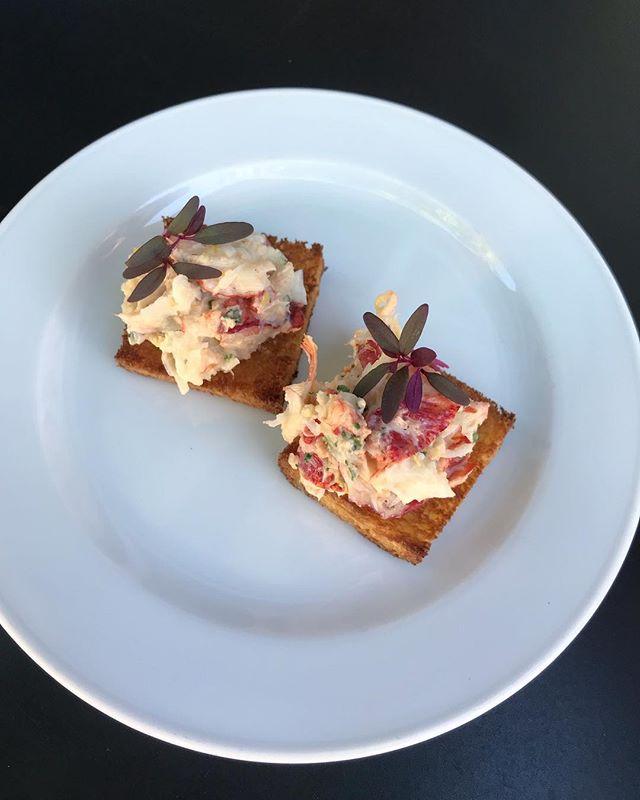 Amuse Bouche : buttery brioche with lobster & lovage cream