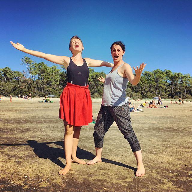 Fières, braves, déterminées à changer le monde  #biodanza #mescherssurgironde #espacedespossibles #friendship #plage