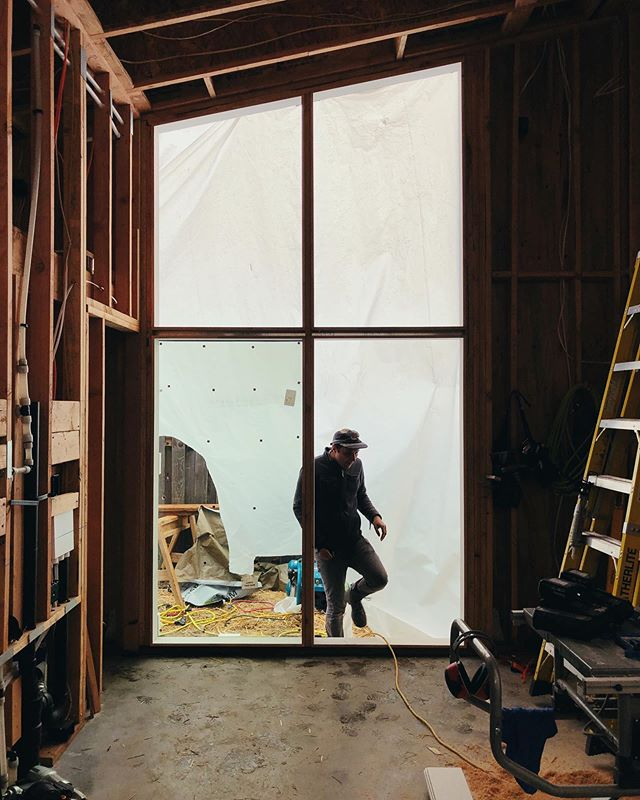 Spring forward. 👉  Shed ADU.  #windows #yesismore #biggerisbetter #carpentry #hardworkingman #glazing #customwindows #portland #modern #adu #design #build #tinyhouse #livelarge #cedar #pacificnorthwest #architecture #contemporaryarchitecture #architecturephotography #constructionphotography #woodframing