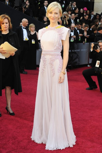 cate-blanchett-2011-academy-awards-red-carpet-02272011-02-430x645.jpg