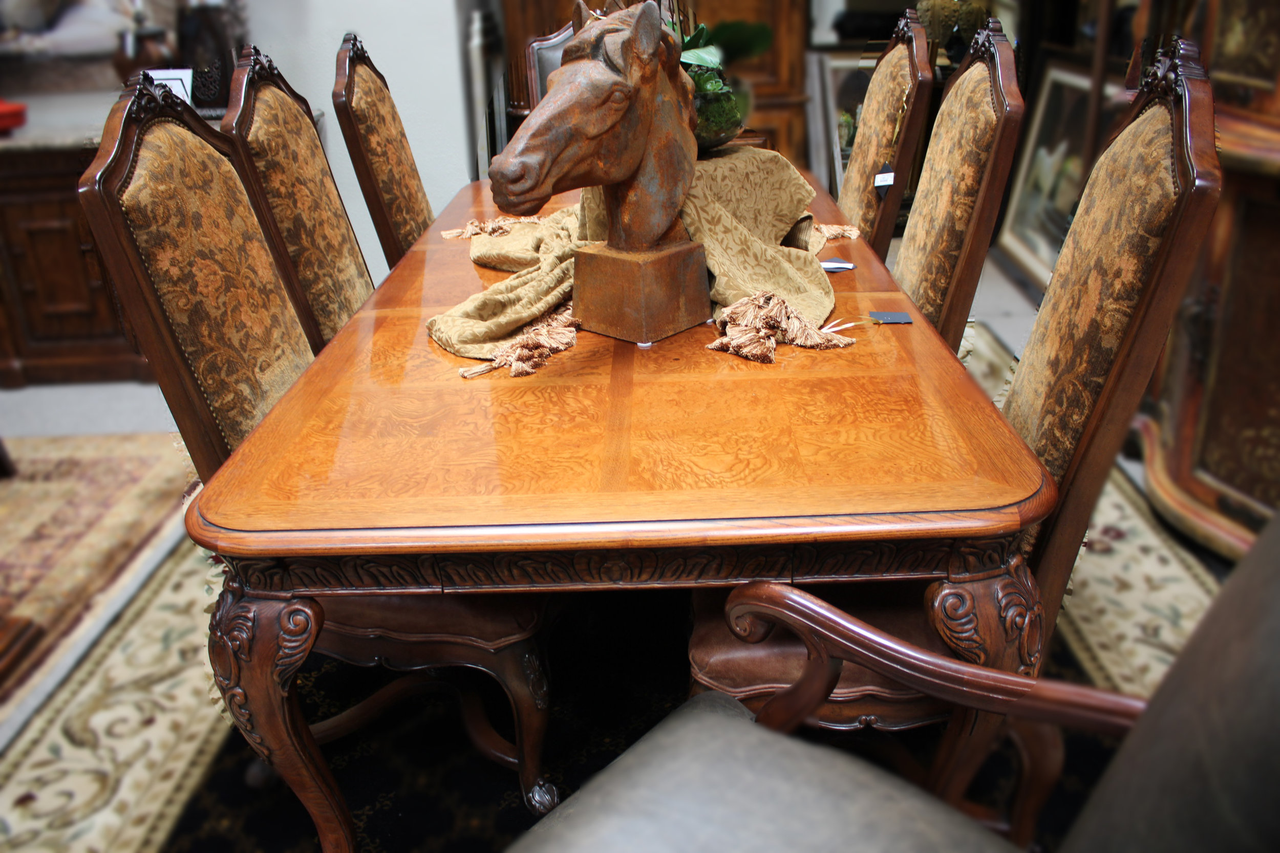 Henredon Carved Edge Table with 6 Chairs