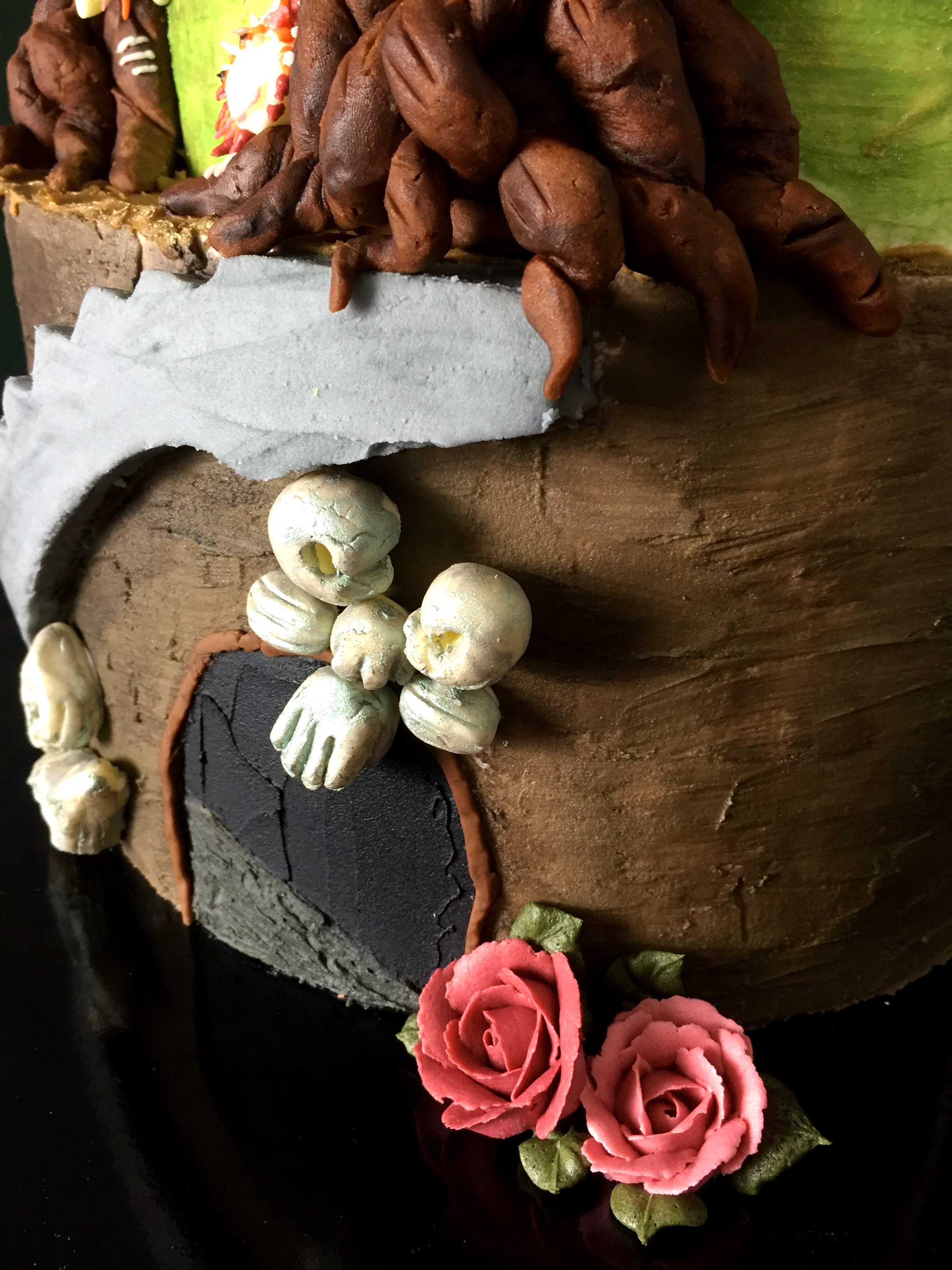 Close-up-of-Labyrinth-Mural-Cake-Helping-Hands.png