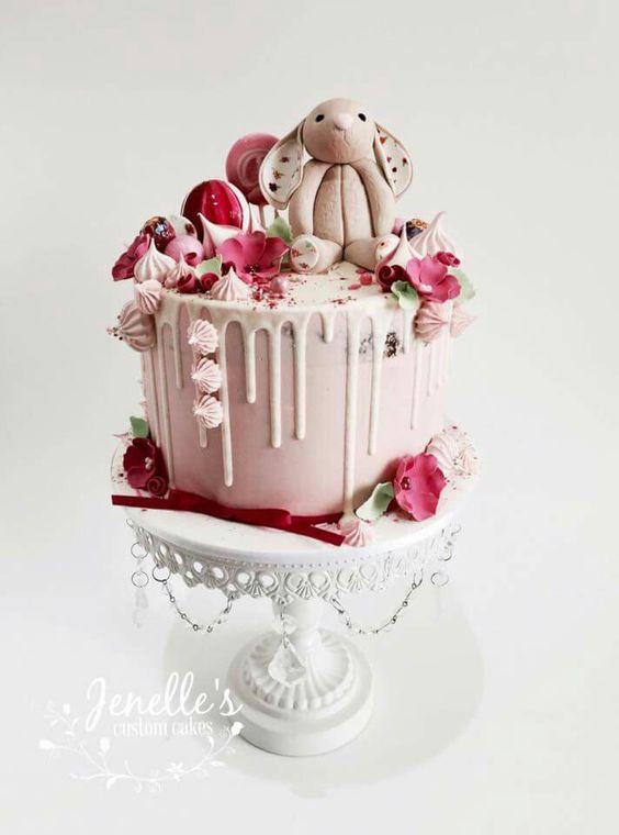 Jenelles Custom Cakes.jpg