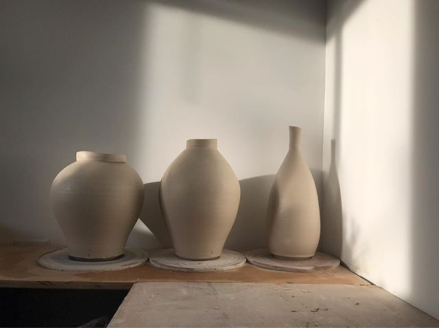My summer of selling has come to a close. Like the change in season, I look forward to the change in pace that fall brings and the time for reflection. Thank you all for your support.——————————————— #interiordesign #ceramics #pottery #potterywheel #potteryworks #clay #やきもの #shadows #slcart #vase #bottle #design #moonjar #artwork #light #fall