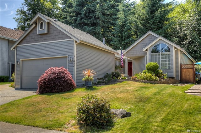 Buying: 31423 47th Place SW, Federal Way | List Price: $325,000 | Sold Price: $352,000