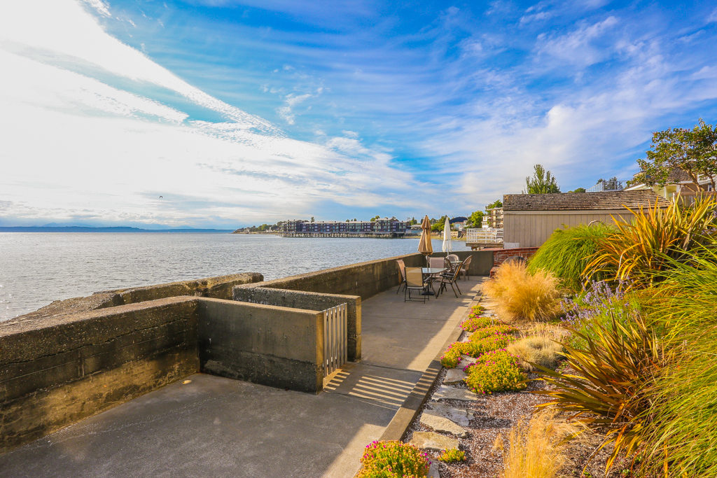 Listing: 4021 Beach Dr SW #401, Seattle | List Price: $600,000 | Sold Price: $600,000