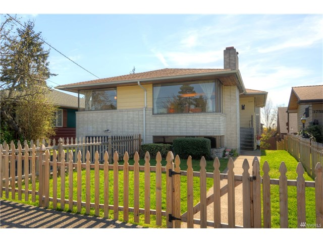 Buying: 3747 SW Rose St, Seattle | List Price: $585,000 | Sold Price: $585,000