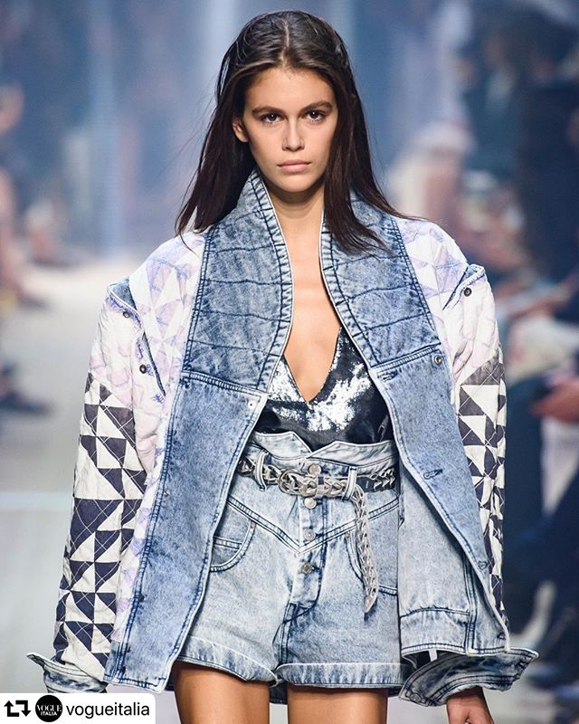#repost @vogueitalia ・・・ #tuesdaytrendalert  80s puffy denim jackets are back! . #askastylist #askastylistme #fashionstyling #fashion #80s #trending #dubai #jeddah #riyadh