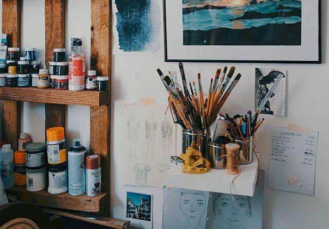 Studio Vibes… . . . . . #studio #people #newcontemporaryart #fineart #contemporaryart #paintings #painting #artist #drawing #artwork #HistoryofPainting #design #artis #shortfilm #indiefilm #filmmaking #film #colors #instaart #artoftheday  #redefineart #documentary #artstudio #artprocess #arts_gallery #inthestudio #livecolorfully #creativeprocess #artfinder #gallerywall