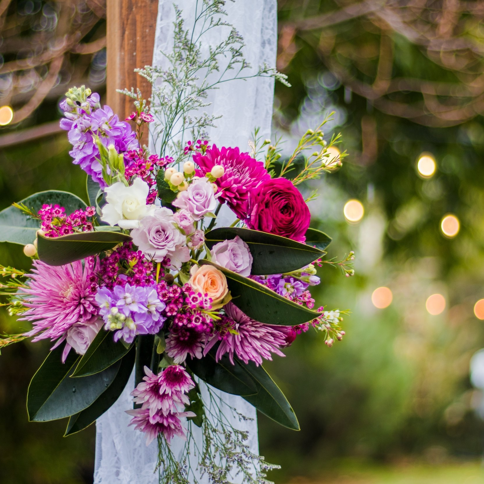 Rustic Setting - We can help you on all aspects of your wedding: catering, the ceremony site, seating, cake, flowers, as well decor, both for formal and informal celebrations.