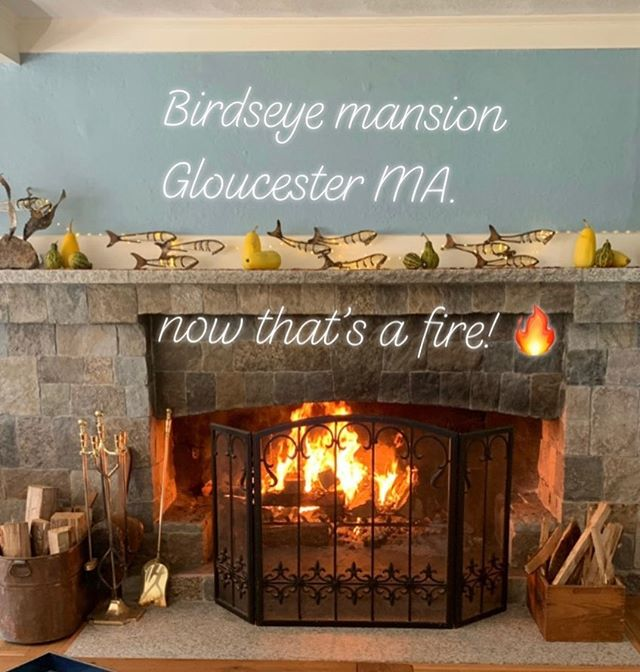 Relaxing at one of my favorite places on Earth.  The Birdseye Mansion in Gloucester MA. With much needed girl time with my two daughters and friends Steve and Diane. •••••••••••••••••••••••••••••••••••••••••••#historichouse #roaringfire #relaxation #level10life #momdaughtertime #fallfireplace #gloucesterma #birdseye