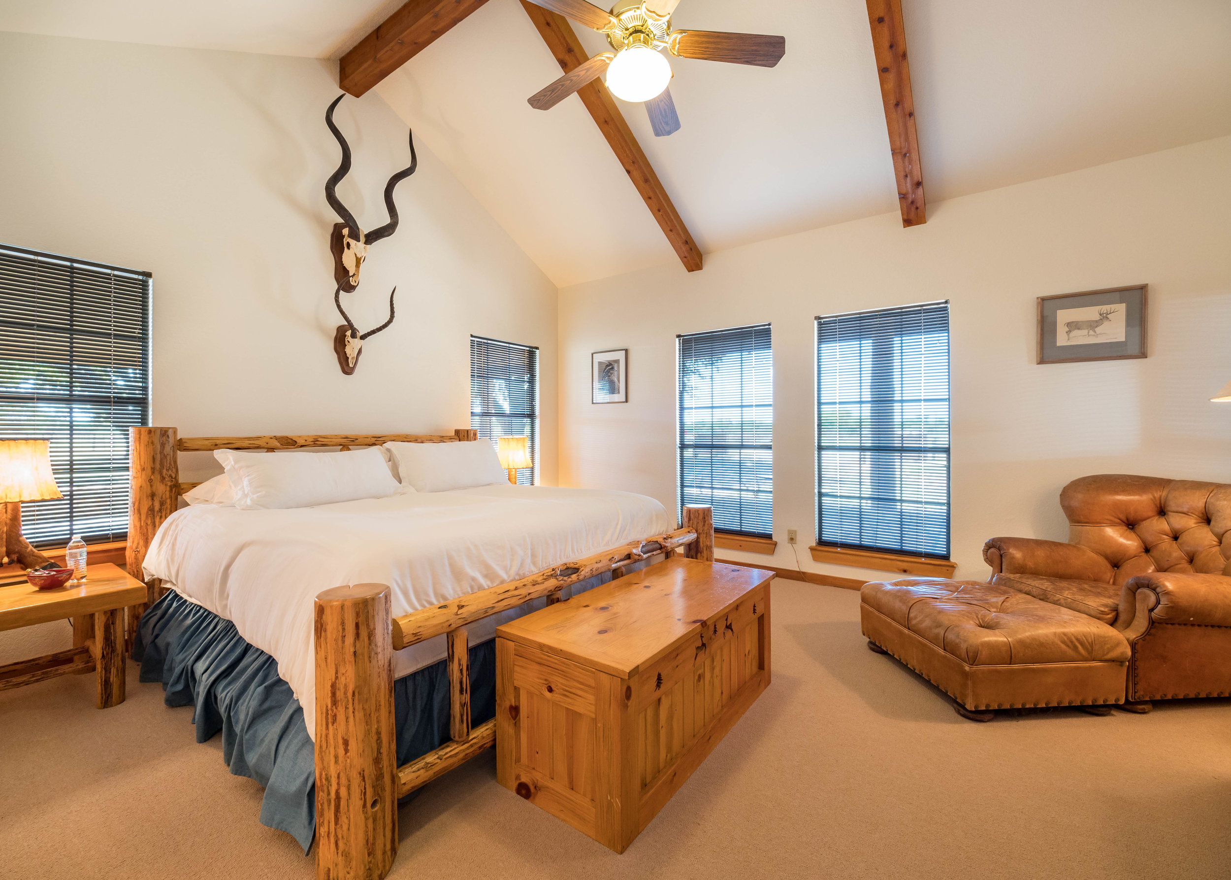 Suites at The Lodge - 3 BedroomsBedroom #1 - King Bed with Ensuite Bathroom  Bedroom #2 - 1 King Bed & 1 Queen Bed with Ensuite BathroomBedroom #3 - 2 Queen Beds with Ensuite BathroomAll bedrooms are equipped with a flatscreen tv, bottles of water, and fresh towels daily