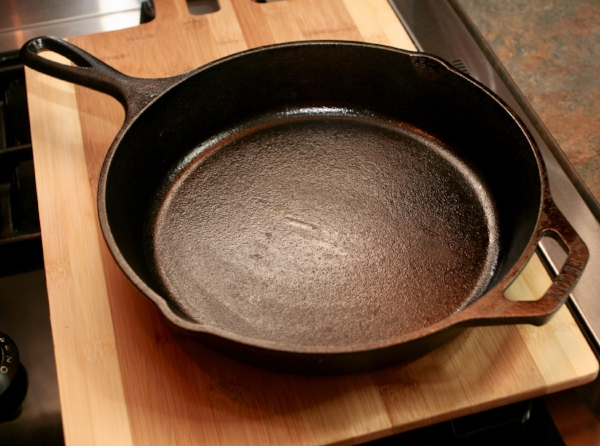 A beautiful Lodge 10 inch seasoned skillet!