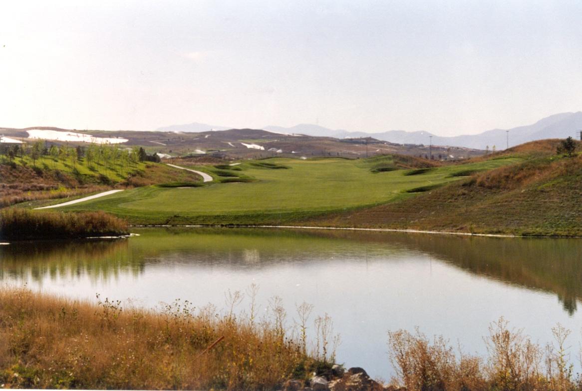 Interlocken 31 - Golf course with pond.jpg