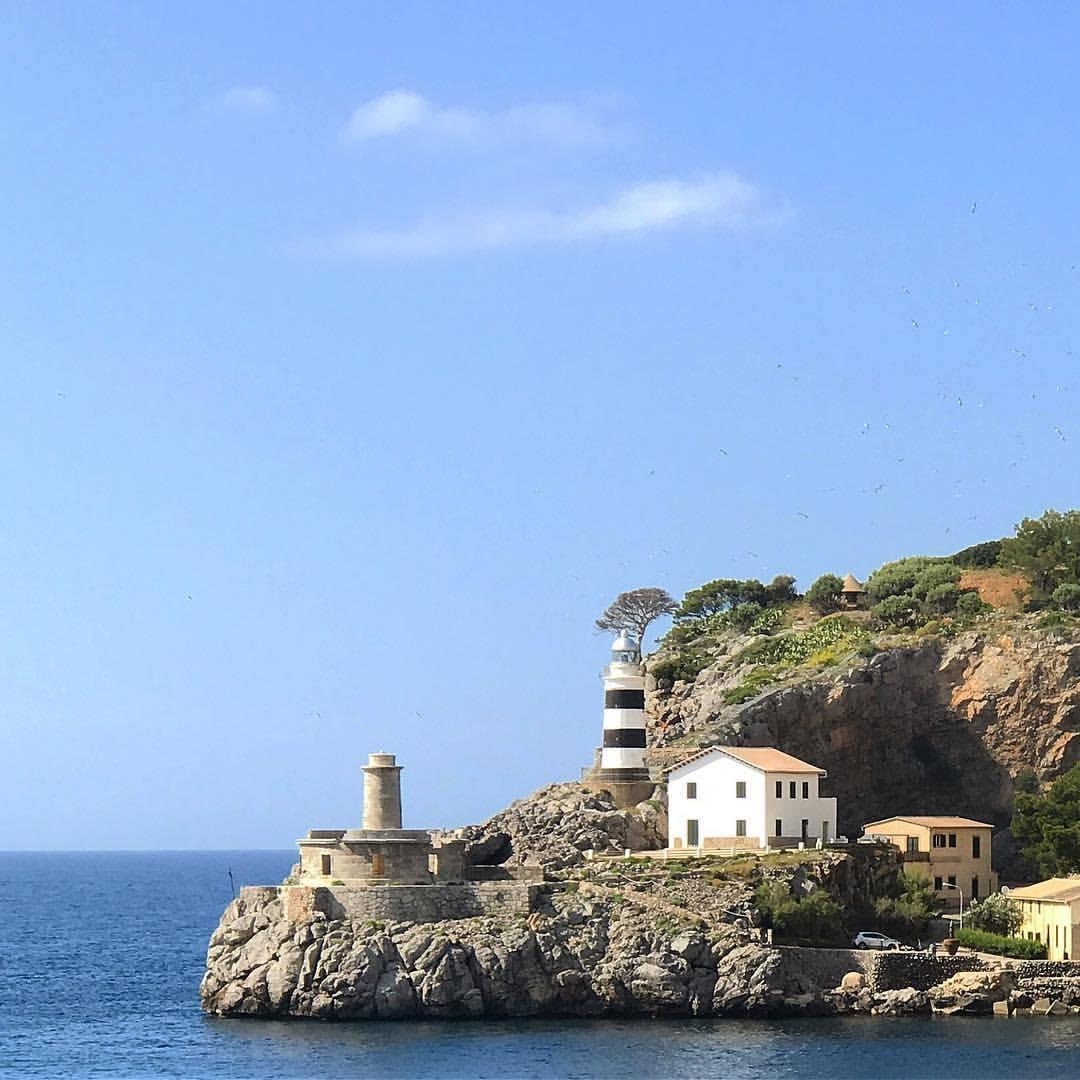 Keeping watch.  -  #spain #mallorca #lighthouse  (at Port de Sóller)