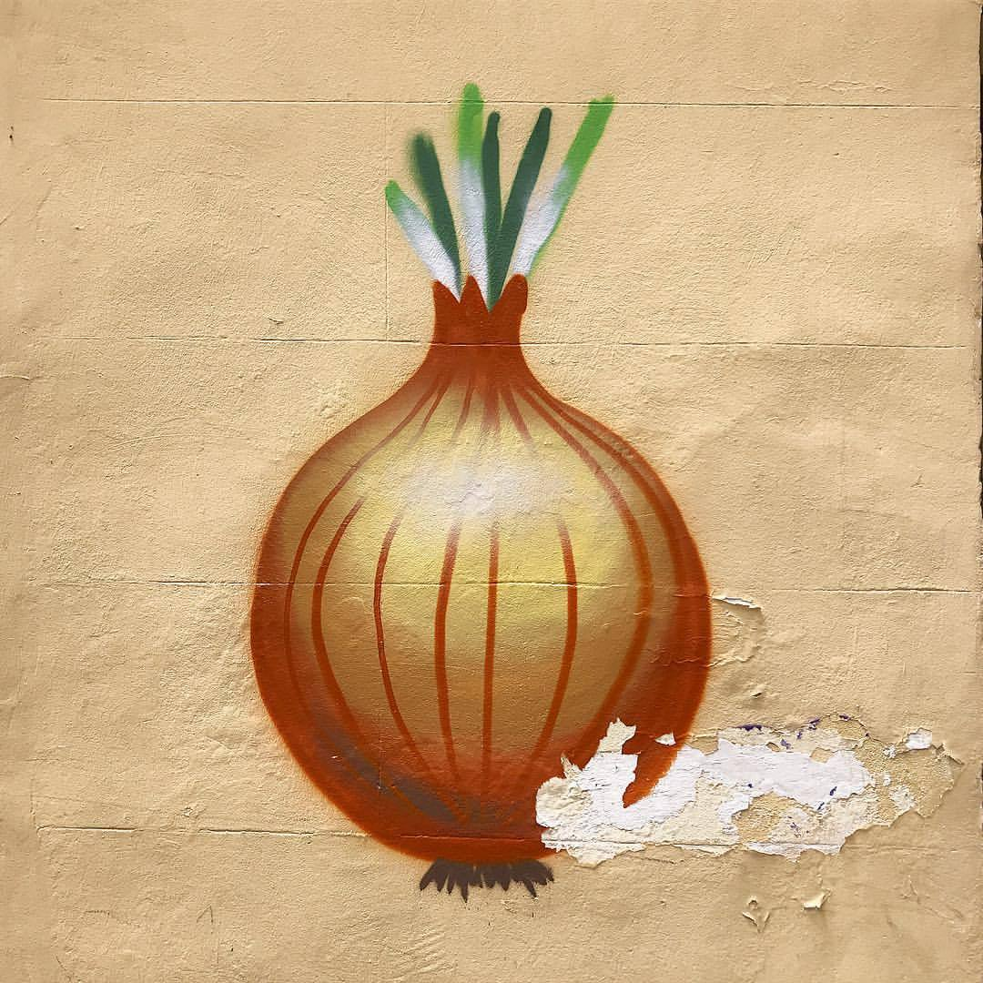 Gotta love a city that encourages allium graffiti.  -  #spain #madrid #foodart #streetart #graffiti  (at Madrid, Spain)