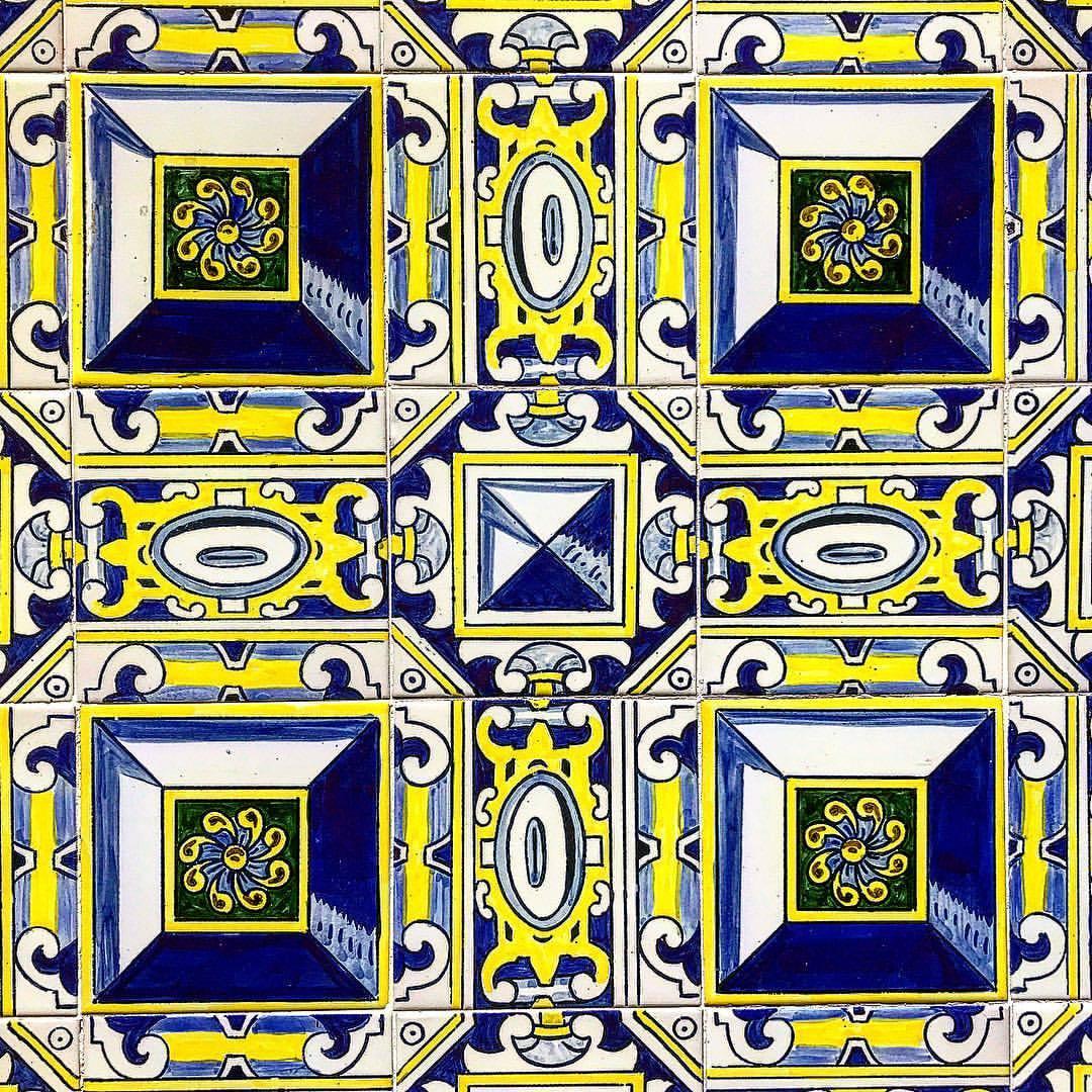 Spanish tiles.  -  #spain #madrid #tiles #ceramics #everydaybeauty  (at Teatro Barceló)