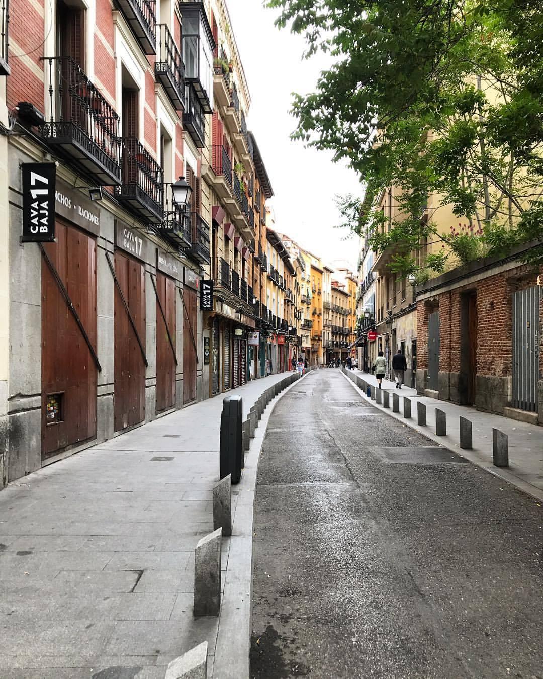 Side street.  -  #spain #madrid #iamatraveler #lostinmadrid  (at Madrid, Spain)