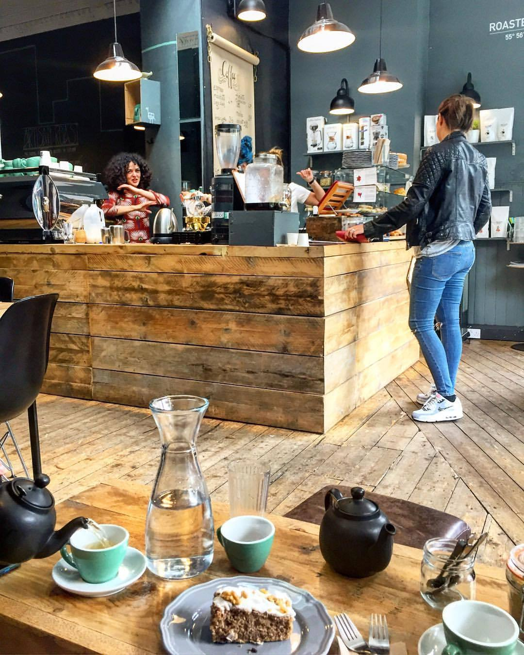 Coffee and cake.  #scotland #edinburgh #uk #coffee  (at Artisan Roast _ Stockbridge)
