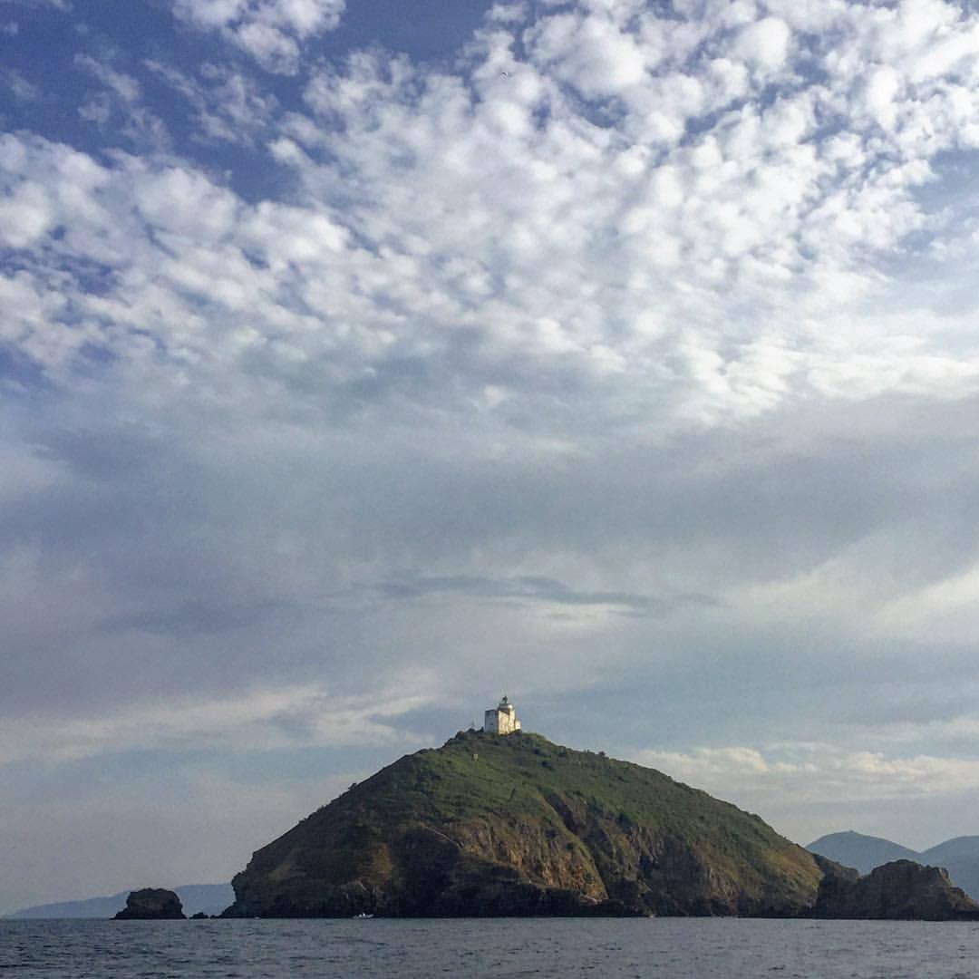 Lighthouse.  #italy #fishing #tuscany #hooklinesinker # (at Elba Island, Italy)