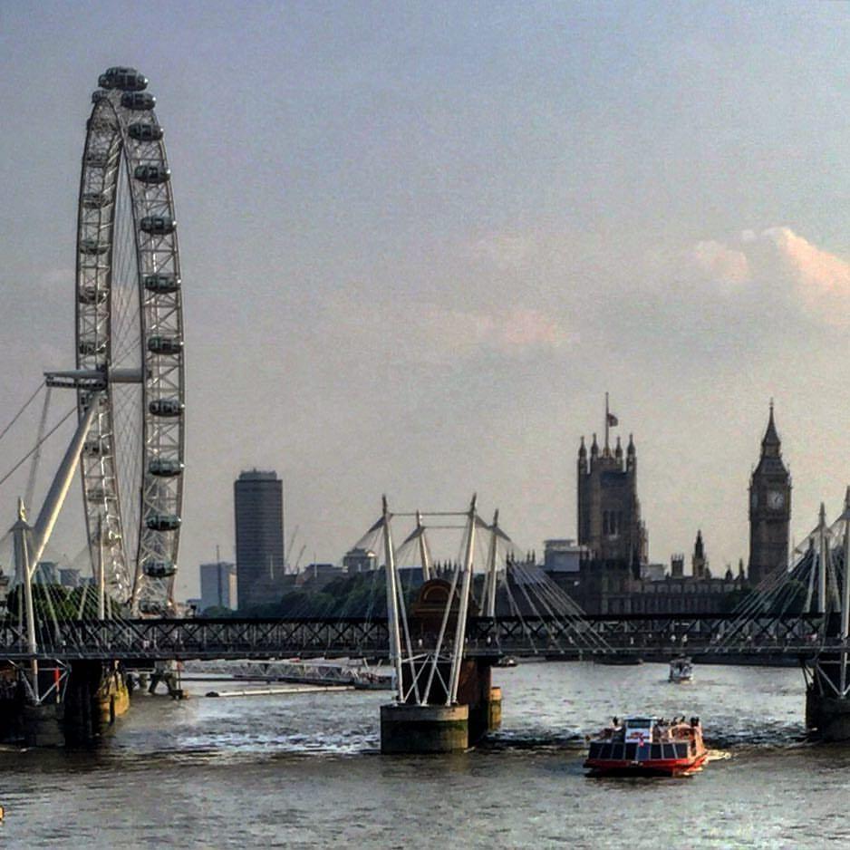 Constant motion.  #london #cityscape #keepcalmandcarryon  (at Waterloo Bridge)