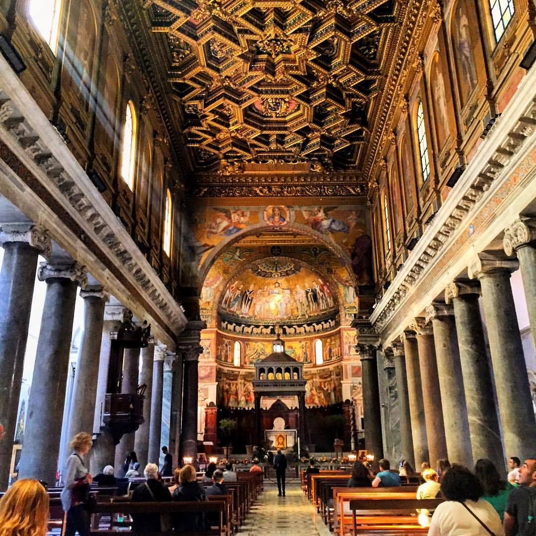 Easter Sunday.  #italy #rome #church #playingtourist  (at Piazza di Santa Maria in Trastevere)