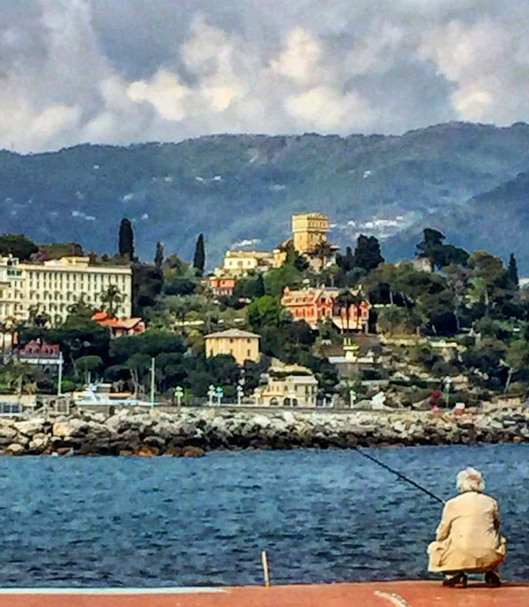 Fishing for lunch.  #italy #liguria #fishing #italianlife  (at Porto Santa Margherita Ligure)