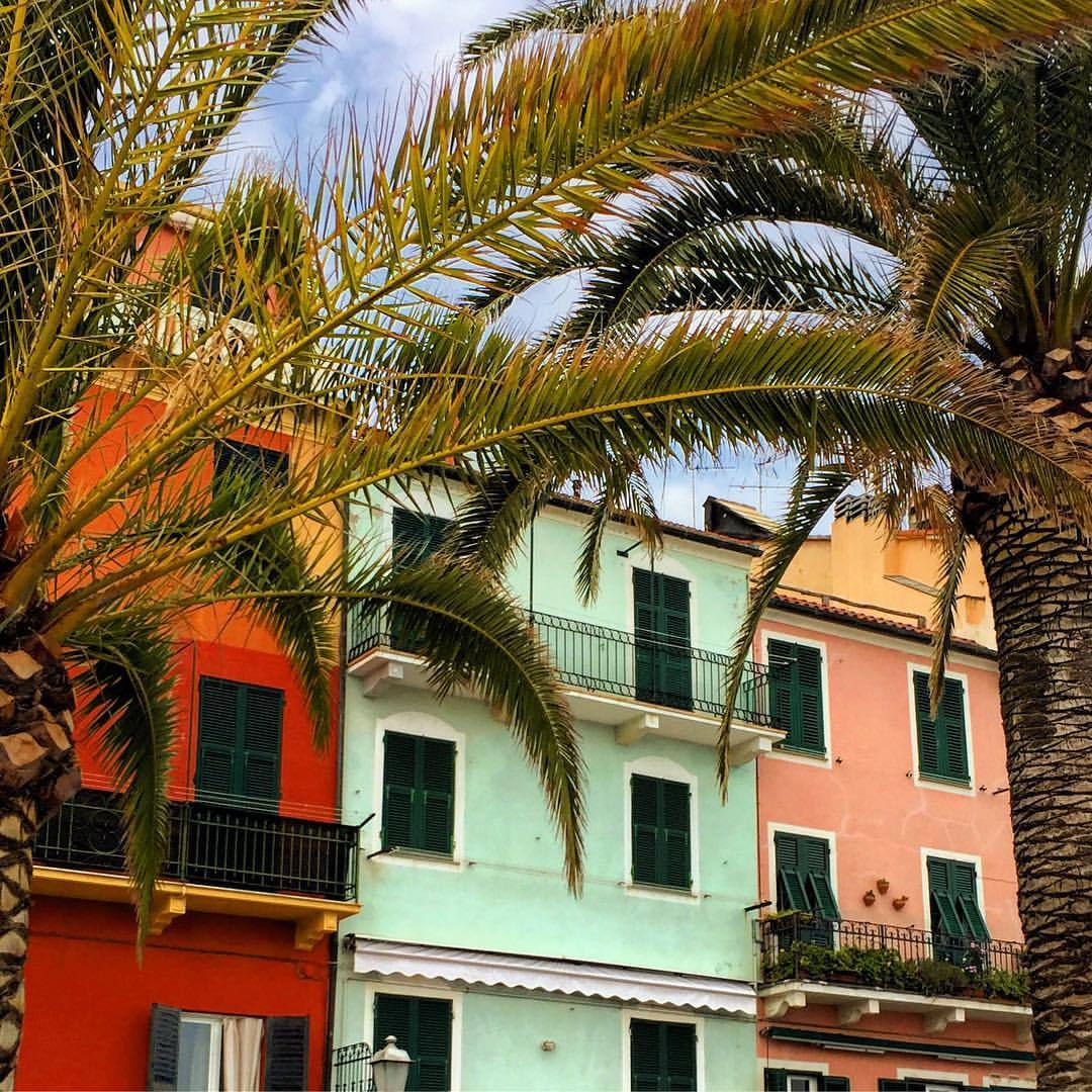 The colors of Liguria.  #italy #liguria #colorsplash  (at Celle Ligure)