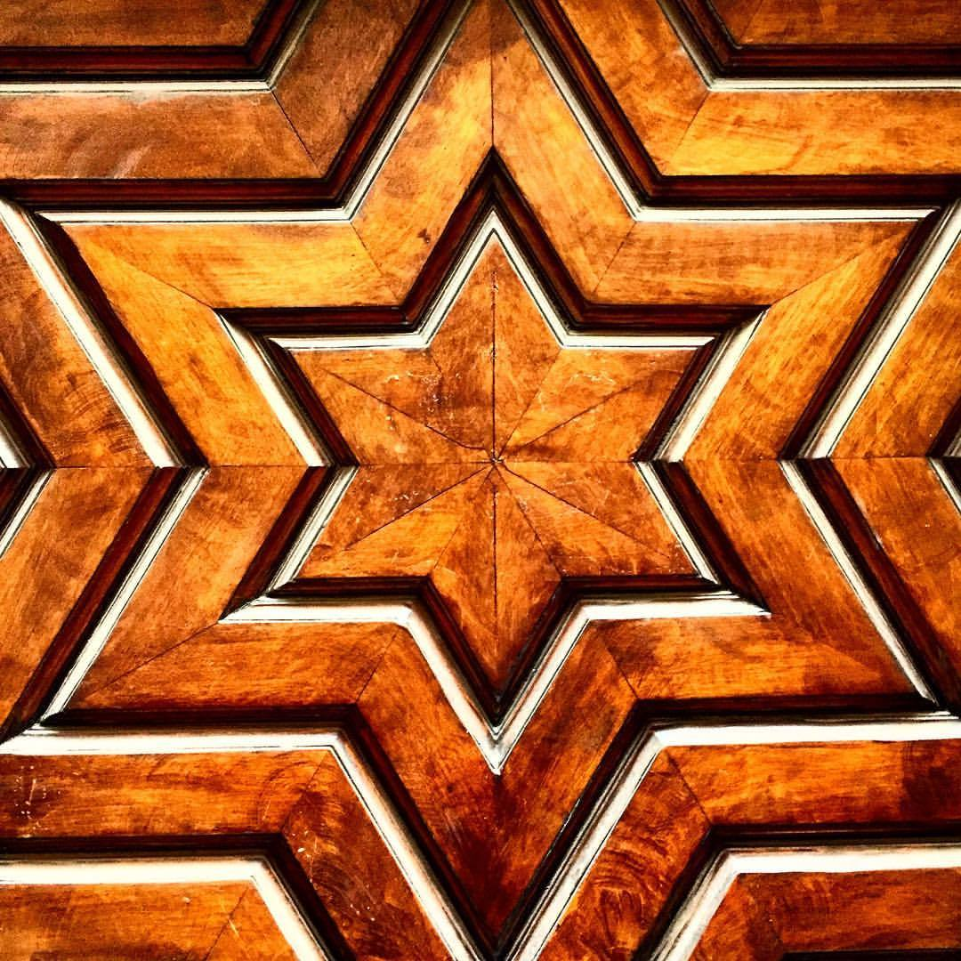 Door.  #spain #madrid #woodcarving #design  (at El Retiro - Jardines del Buen Retiro de Madrid)